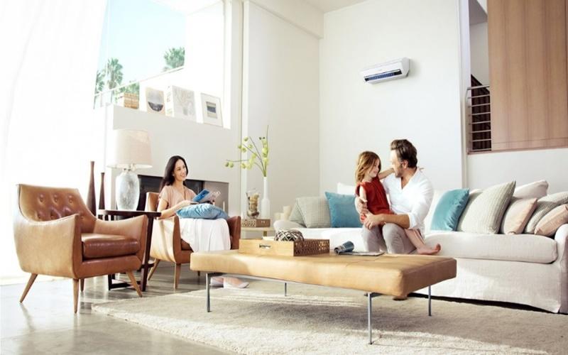 Cả nhà tận hưởng không gian mát lạnh trong mùa hè nóng bức